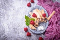 Σπιτικά bagels μπισκότων με τη μαρμελάδα σμέουρων Στοκ Φωτογραφίες
