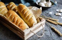 Σπιτικά baguettes με το σκόρδο και το μαϊντανό Στοκ Φωτογραφίες