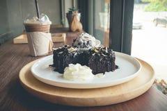 Σπιτικά brownies με το παγωτό βανίλιας Στοκ Εικόνες