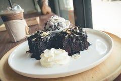 Σπιτικά brownies με το παγωτό βανίλιας Στοκ φωτογραφία με δικαίωμα ελεύθερης χρήσης