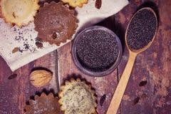 Σπιτικά muffins με τις σταφίδες και τα καρύδια Στοκ φωτογραφία με δικαίωμα ελεύθερης χρήσης