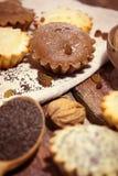 Σπιτικά muffins με τις σταφίδες και τα καρύδια στοκ εικόνες με δικαίωμα ελεύθερης χρήσης