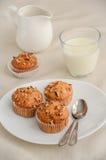 Σπιτικά muffins μπανανών με τα πεκάν Στοκ Εικόνες