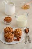 Σπιτικά muffins μπανανών με τα πεκάν Στοκ εικόνες με δικαίωμα ελεύθερης χρήσης