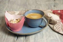 Σπιτικά muffins τυριών εξοχικών σπιτιών στοκ φωτογραφίες με δικαίωμα ελεύθερης χρήσης
