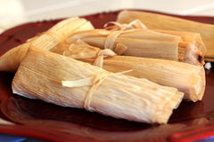 Σπιτικά tamales έτοιμα για το γεύμα Στοκ εικόνες με δικαίωμα ελεύθερης χρήσης