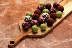 Σπιτικές τρούφες καραμελών Οργανικά υγιή τρόφιμα Στοκ εικόνες με δικαίωμα ελεύθερης χρήσης
