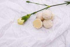 σπιτικές τρούφες σοκολά& Χειροποίητα γλυκά Στοκ Φωτογραφία