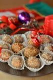 Σπιτικές τρούφες σοκολάτας με το επιδόρπιο Χριστουγέννων καρυδιών Στοκ φωτογραφία με δικαίωμα ελεύθερης χρήσης