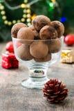 Σπιτικές τρούφες σοκολάτας σε ένα φλυτζάνι Στοκ εικόνα με δικαίωμα ελεύθερης χρήσης