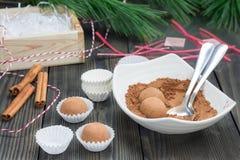 Σπιτικές τρούφες σοκολάτα-καραμέλας Στοκ Φωτογραφίες