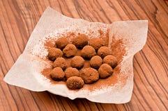 σπιτικές τρούφες σοκολά& Στοκ Εικόνες