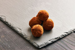 σπιτικές τρούφες σοκολά& Στοκ εικόνα με δικαίωμα ελεύθερης χρήσης