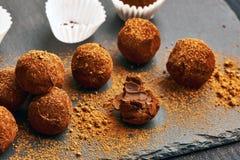 σπιτικές τρούφες σοκολά& Στοκ φωτογραφίες με δικαίωμα ελεύθερης χρήσης