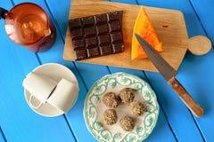 Σπιτικές χορτοφάγες τρούφες κολοκύθας με τη φρέσκια κολοκύθα, chocola Στοκ Εικόνες