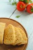 Σπιτικές ψωμί και ντομάτες Στοκ Εικόνες