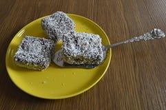Σπιτική ζύμη, κέικ με την καρύδα Στοκ φωτογραφία με δικαίωμα ελεύθερης χρήσης