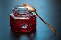 Σπιτική κόκκινη μαρμελάδα Στοκ εικόνα με δικαίωμα ελεύθερης χρήσης