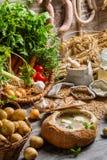 Σπιτική ξινή σούπα στο ψωμί με τη μαντζουράνα Στοκ Φωτογραφίες