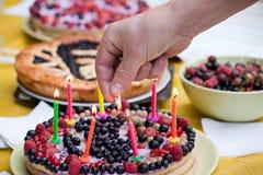 Σπιτική πίτα γενεθλίων στοκ εικόνες με δικαίωμα ελεύθερης χρήσης
