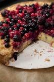Σπιτική πίτα με τα δασικά φρούτα Στοκ Εικόνες