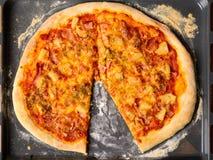 Σπιτική πίτσα της Χαβάης Στοκ εικόνα με δικαίωμα ελεύθερης χρήσης