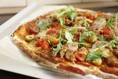 Σπιτική πίτσα τόνου Στοκ Εικόνα