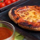 σπιτική πίτσα Στοκ Φωτογραφίες