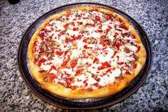 Σπιτική πίτσα Στοκ φωτογραφίες με δικαίωμα ελεύθερης χρήσης