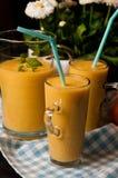 Σπιτική πορτοκαλιά ζωή χυμού μπανανών ακόμα Στοκ Εικόνες