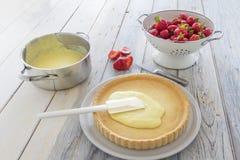 Σπιτική προετοιμασία κέικ φραουλών Στοκ Εικόνες