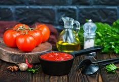 Σπιτική σάλτσα ντοματών Στοκ εικόνα με δικαίωμα ελεύθερης χρήσης