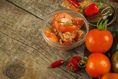 Σπιτική σαλάτα των πιπεριών ντοματών, τυριών και τσίλι τρόφιμα σιτηρεσίου υγιή πρόγευμα υγιές Στοκ εικόνα με δικαίωμα ελεύθερης χρήσης