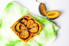 Σπιτική φέτα πιτών φρούτων στο άσπρο υπόβαθρο Στοκ φωτογραφίες με δικαίωμα ελεύθερης χρήσης