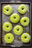 Σπιτική ψημένη καραμέλα Apple Donuts Στοκ Εικόνες