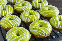 Σπιτική ψημένη καραμέλα Apple Donuts Στοκ εικόνες με δικαίωμα ελεύθερης χρήσης