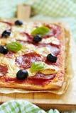 Σπιτική pepperoni πίτσα Στοκ φωτογραφίες με δικαίωμα ελεύθερης χρήσης