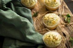 Σπιτικοί άνηθος και τυρί maffins Στοκ Εικόνες