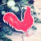 Σπιτικός κόκκορας παιχνιδιών Χριστουγέννων βαμμένος στοκ εικόνα