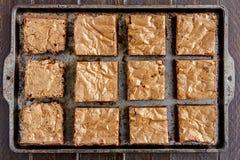 Σπιτικό διπλό χοντρό κομμάτι Brownies σοκολάτας στοκ εικόνες με δικαίωμα ελεύθερης χρήσης