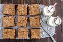 Σπιτικό διπλό χοντρό κομμάτι Brownies σοκολάτας στοκ εικόνα