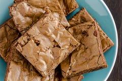 Σπιτικό διπλό χοντρό κομμάτι Brownies σοκολάτας στοκ φωτογραφία με δικαίωμα ελεύθερης χρήσης
