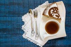 Σπιτικό κέικ με τα κομμάτια τυριών και σοκολάτας εξοχικών σπιτιών Στοκ Εικόνες