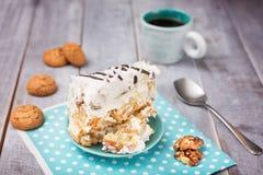 Σπιτικό κέικ με την ξινή κρέμα και την ΚΑΠ του καφέ Στοκ Εικόνες