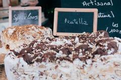 Σπιτικό κέικ στην πώληση σε μια αγορά Στοκ εικόνες με δικαίωμα ελεύθερης χρήσης