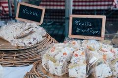 Σπιτικό κέικ στην πώληση σε μια αγορά Στοκ φωτογραφίες με δικαίωμα ελεύθερης χρήσης