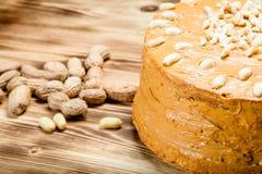Σπιτικό κέικ φυστικιών στο ξύλινο υπόβαθρο Εκλεκτική εστίαση τόνος Στοκ εικόνα με δικαίωμα ελεύθερης χρήσης