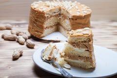 Σπιτικό κέικ φυστικιών στο ξύλινο υπόβαθρο Εκλεκτική εστίαση Στοκ φωτογραφία με δικαίωμα ελεύθερης χρήσης