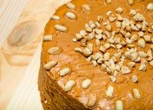 Σπιτικό κέικ φυστικιών στο ξύλινο υπόβαθρο τονισμένος Στοκ εικόνα με δικαίωμα ελεύθερης χρήσης