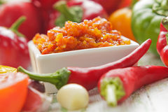 Σπιτικό κόκκινο - καυτή σάλτσα τσίλι Στοκ Εικόνες